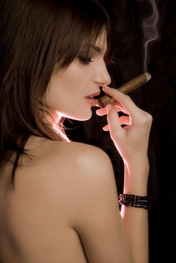 фото голых девушек с сигаретой